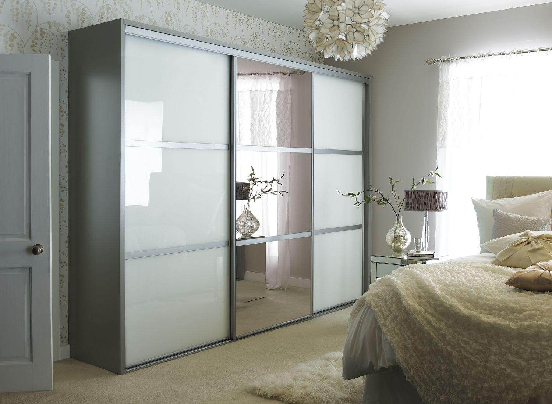 Шкаф-купе с зеркалом в спальню (26 фото): зеркальный шкаф с .